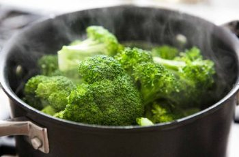 how to steam broccoli without a steamer